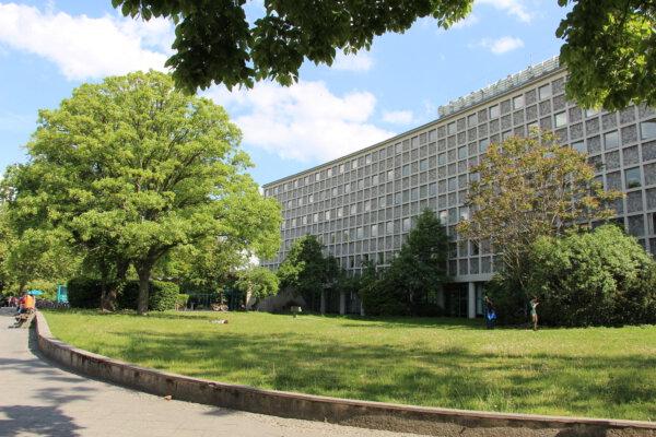 Die Amerika-Gedenkbibliothek am Blücherplatz in Kreuzberg