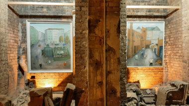 Kunst und Krempel: Mühlenhaupts Bilder werden inmitten alter Relikte aus der Preußen-Zeit ausgestellt.